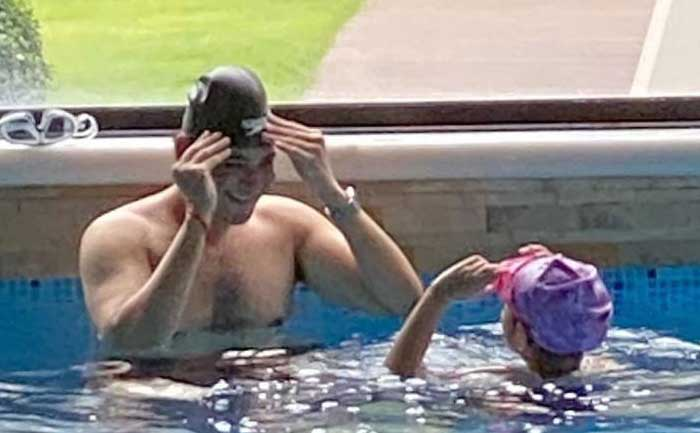 Mahesh Babu captures shirtless