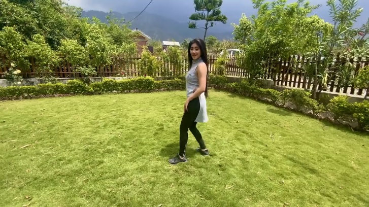 Shivangi Joshi's Genda Phool Dance Video