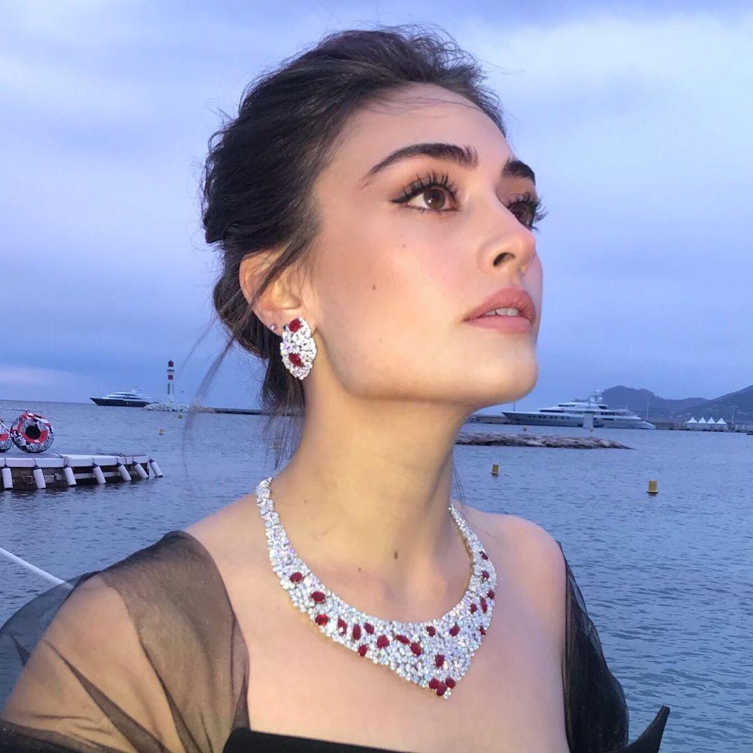 Esra Bilgic aka Halime Sultan's Hot, Bold, Sizzling and Beautiful Photos