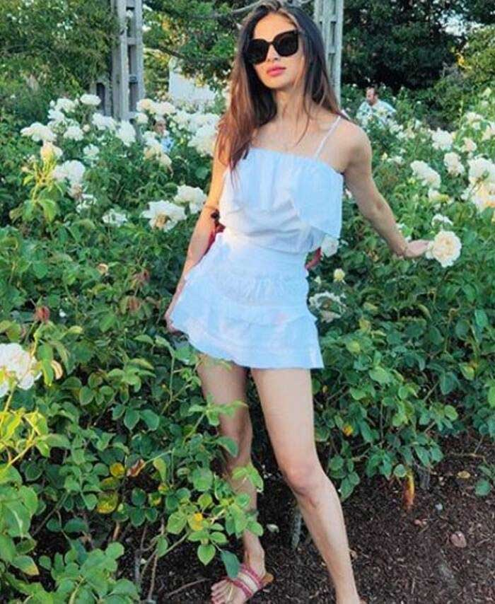 Mouni Roy summer fashion 3