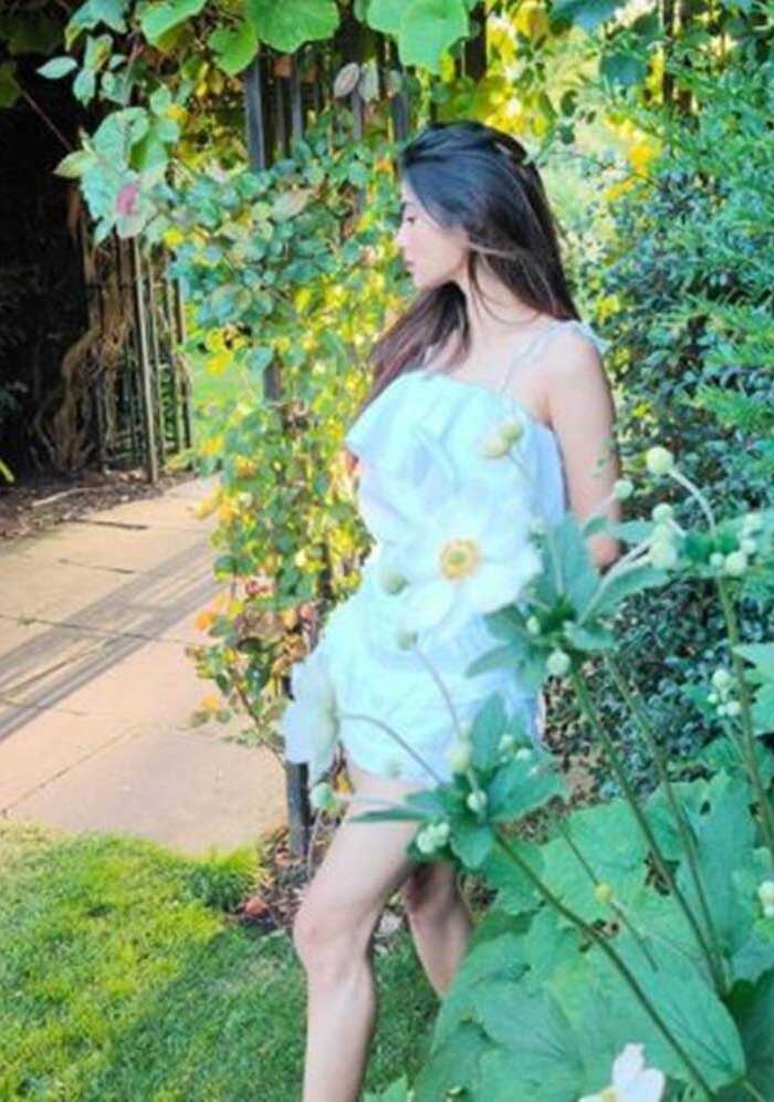 Mouni Roy summer fashion 4