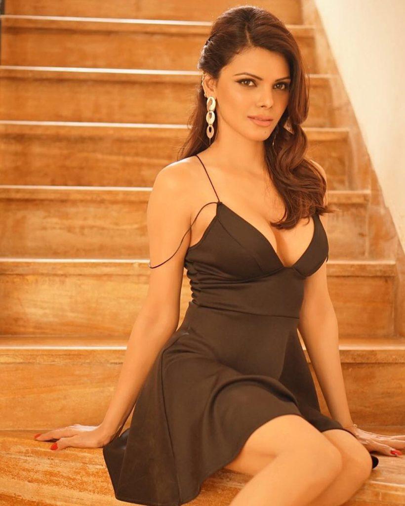 Watch video of Sherlyn Chopra shares nude dancing video