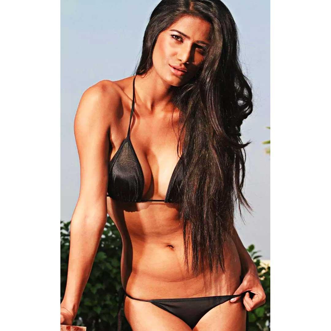 Poonam Pandey Bikini images