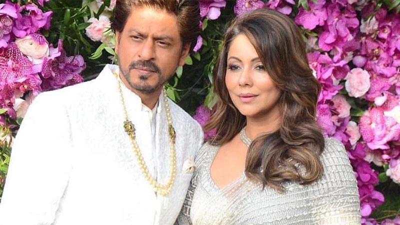 Shah-Rukh-Khan-Pranks-Gauri-family-Aska-Her-To--Wear--Burqa-3