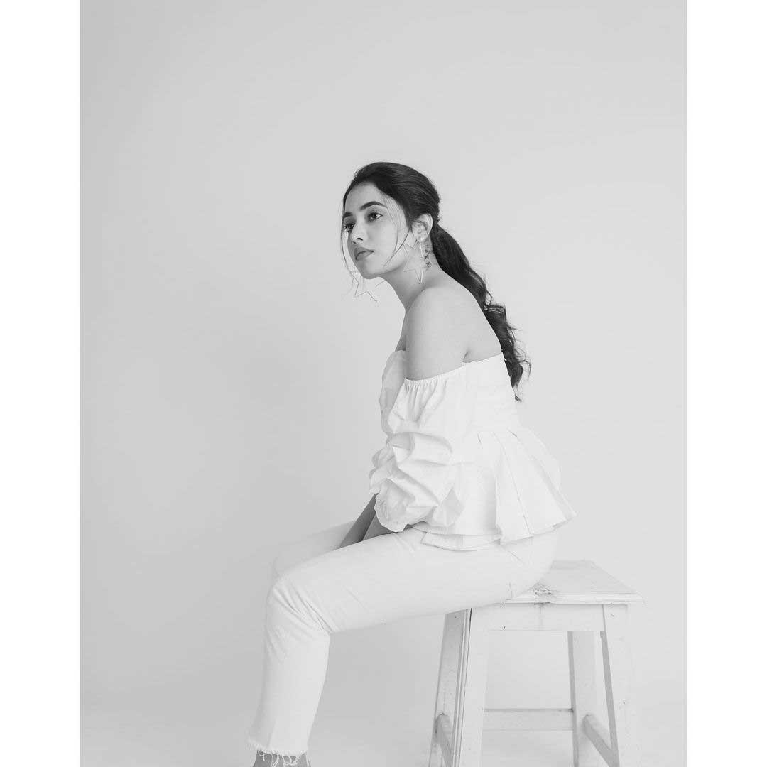 Priyanka Arul Mohan Hottest Photos